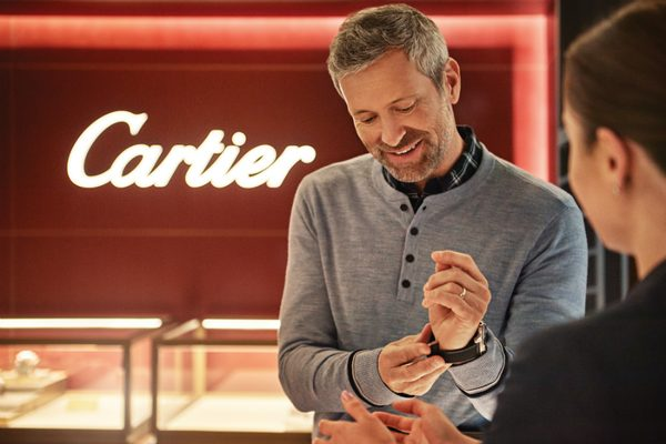 A guest shopping in Cartier on-board Sky Princess
