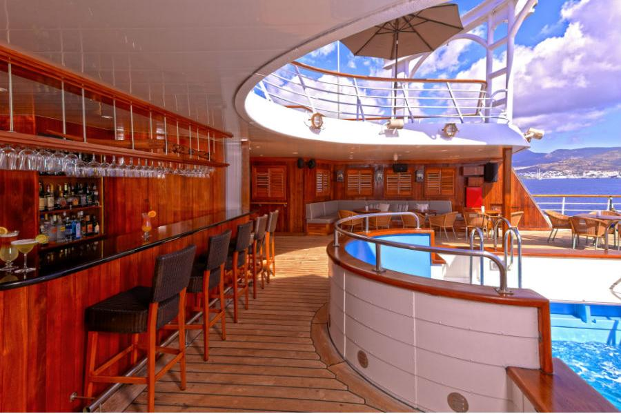 Windstar Cruises - Pool Bar