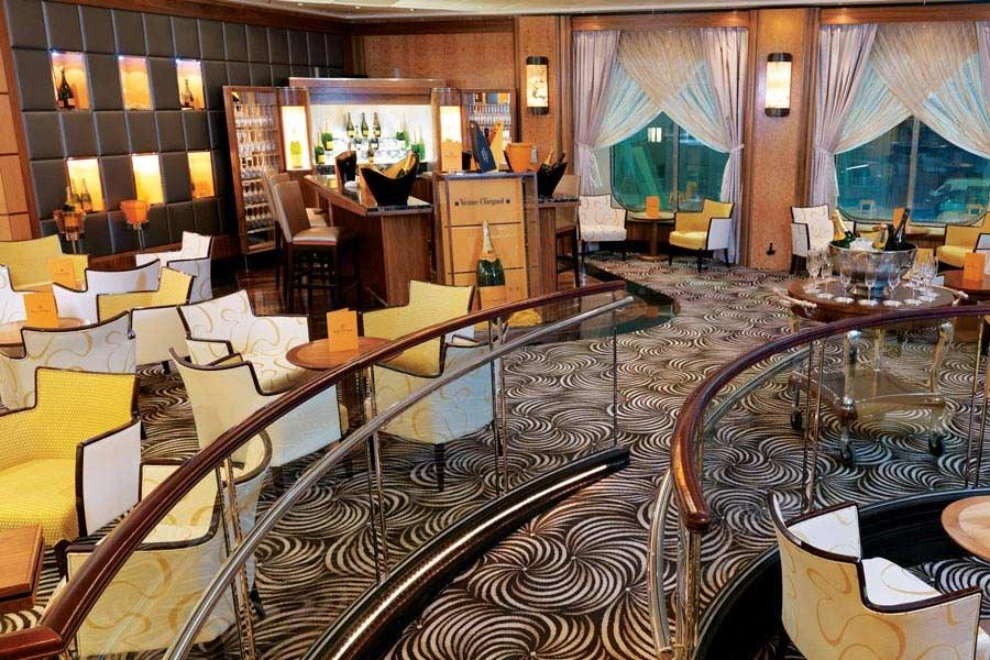 Queen Mary 2 - Verve Clicquot Champagne Bar